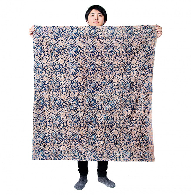 〔1m切り売り〕ジャイプル職人手作り インド伝統の木版染め更紗マルチクロス 色彩豊かなボタニカルデザイン〔幅約106cm〕 7 - 類似サイズ品を1m切ってみたところです。横幅がしっかりあるので、結構沢山使えますよ。