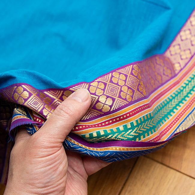 〔1m切り売り〕南インドのハーフボーダーコットンクロス〔幅約110cm〕 - 水色 3 - ちょっと硬めの手触りになります。