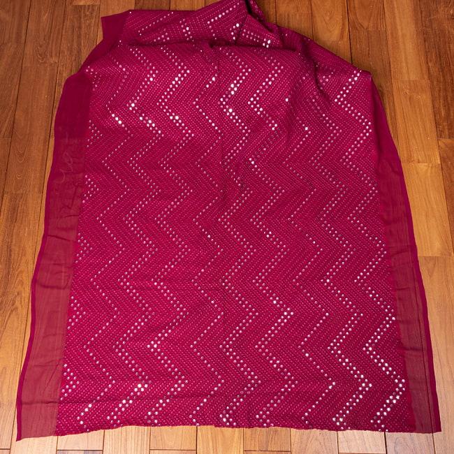 〔1m切り売り〕〔各色あり〕インドの伝統模様布 ミラーワーク系ファブリック〔幅約110cm〕 2 - 全体を広げてみたところです。1mの長さごとにご購入いただけます。