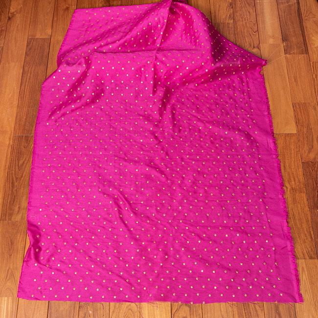 〔1m切り売り〕インドの伝統模様布 光沢感のあるシンプル模様〔幅約110cm〕 2 - 全体を広げてみたところです。1mの長さごとにご購入いただけます。