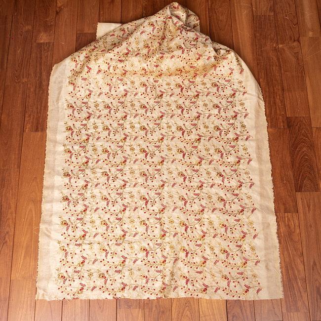 〔1m切り売り〕インドの伝統ザルドジ刺繍スタイルの更紗模様布〔108cm〕 2 - 布を広げてみたところです