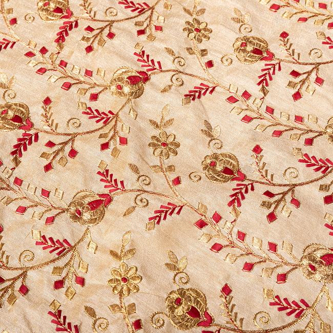 〔1m切り売り〕インドの伝統ザルドジ刺繍スタイルの更紗模様布〔108cm〕 4 - 拡大写真です