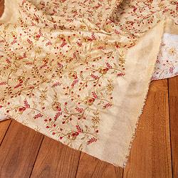 〔1m切り売り〕インドの伝統ザルドジ刺繍スタイルの更紗模様布〔108cm〕の商品写真
