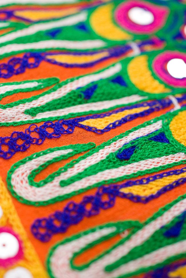 〔50cm切り売り〕ラジャスタンの刺繍布 - オレンジ〔幅110cm〕の写真5 - 飽きることのないデザインです。