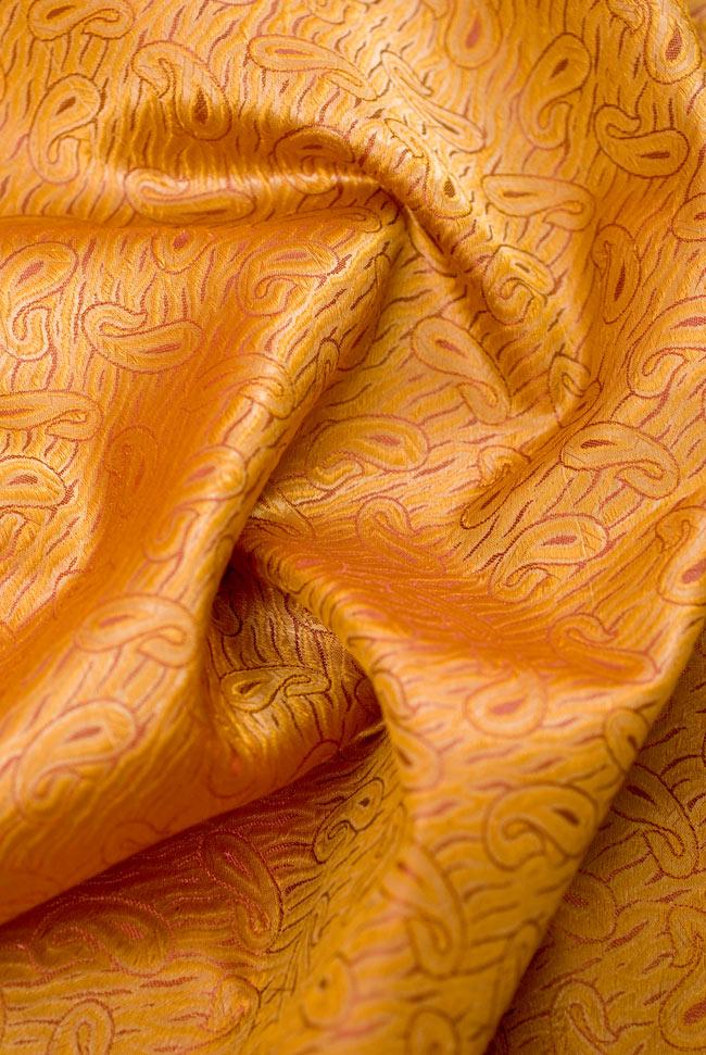 〔1m切り売り〕インドの伝統模様布 - 橙地にペイズリー〔幅112cm〕の写真5 - 裏面も素敵です。