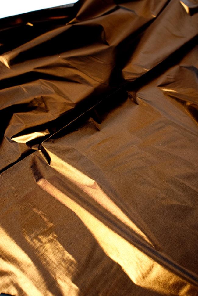 〔1m切り売り〕インドの伝統模様布 - 無地 ブラウン〔幅100cm〕 3 - 斜め上からの写真です