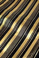 〔1m切り売り〕インドの伝統模様布 - ボーダー柄 黒×金〔幅104cm〕