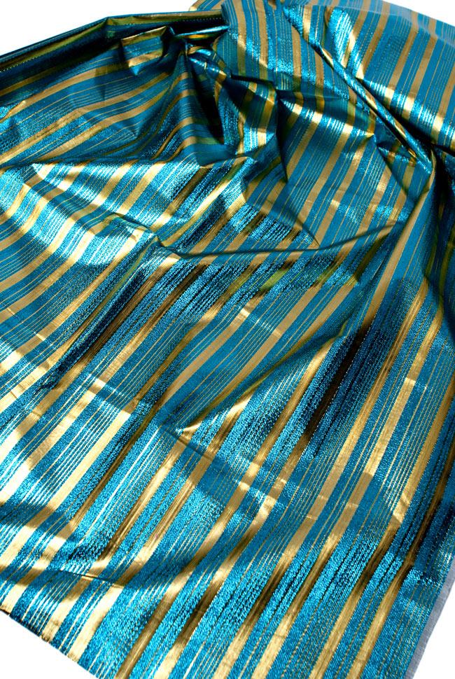 〔1m切り売り〕インドの伝統模様布 - ボーダー柄 青×金〔幅104cm〕の写真3 - 斜め上からの写真です