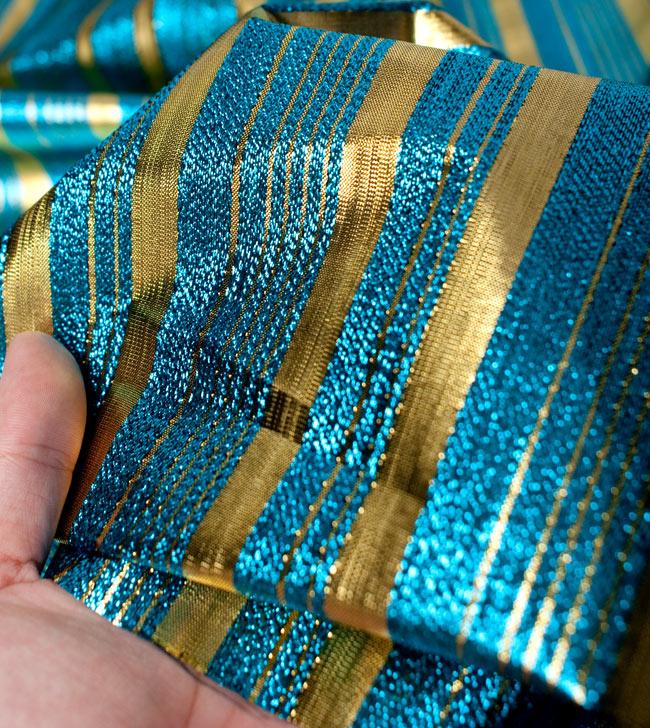 〔1m切り売り〕インドの伝統模様布 - ボーダー柄 青×金〔幅104cm〕の写真5 - 拡大写真です