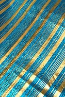 〔1m切り売り〕インドの伝統模様布 - ボーダー柄 青×金〔幅104cm〕