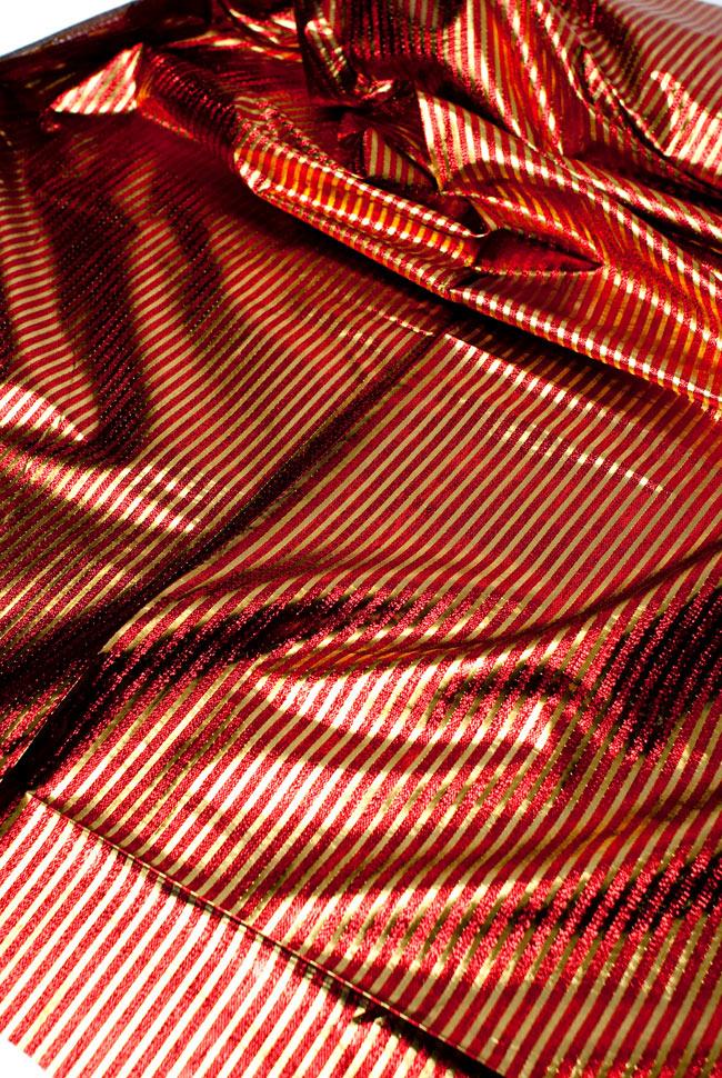 〔1m切り売り〕インドの伝統模様布 - ボーダー柄 赤×金〔幅105cm〕の写真3 - 斜め上からの写真です