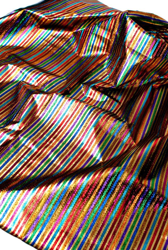 〔1m切り売り〕インドの伝統模様布 - ボーダー柄 虹色×金〔幅105cm〕 3 - 斜め上からの写真です