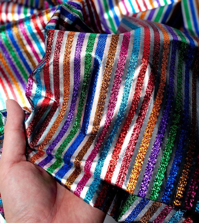 〔1m切り売り〕インドの伝統模様布 - ボーダー柄 虹色×金〔幅105cm〕の写真5 - 拡大写真です