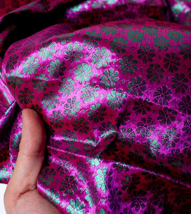 〔1m切り売り〕インドの伝統模様布 - 花柄 ピンク〔幅108cm〕の写真5 - 拡大写真です