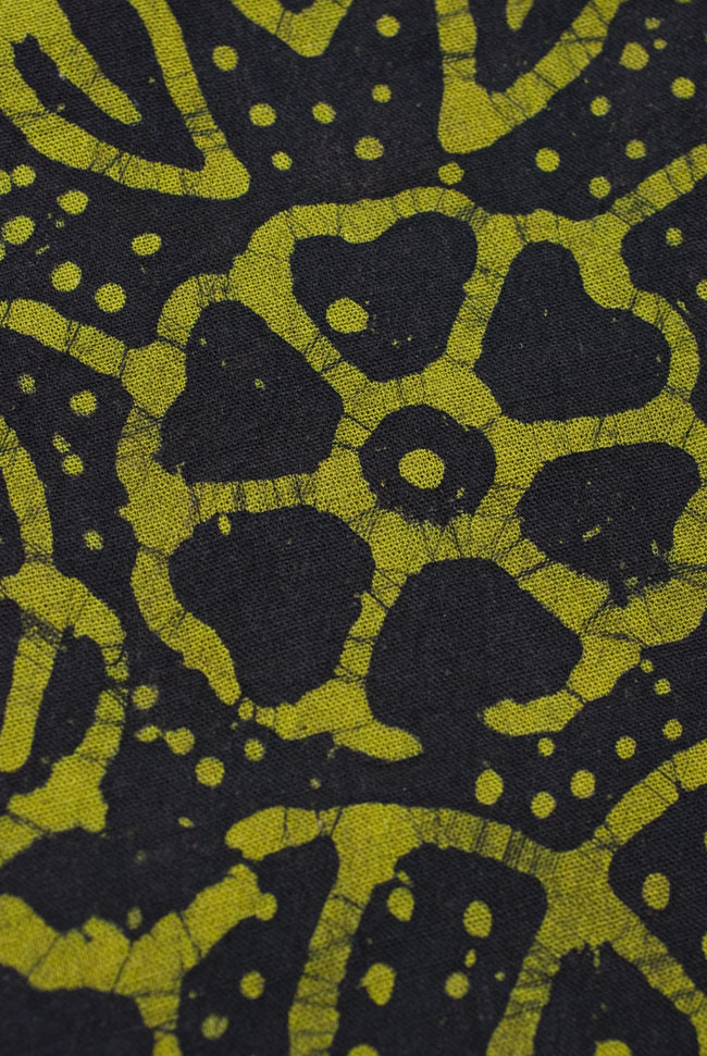 インドのバティック染め布 〔長さ2.8m程度×幅90cm程度〕の写真2 - パターンを拡大してみました。