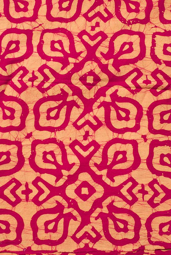 〔1m切り売り〕インドのバティック染め布 〔幅約110cm〕の写真3 - 模様の繰り広がりを離れて見てみました。