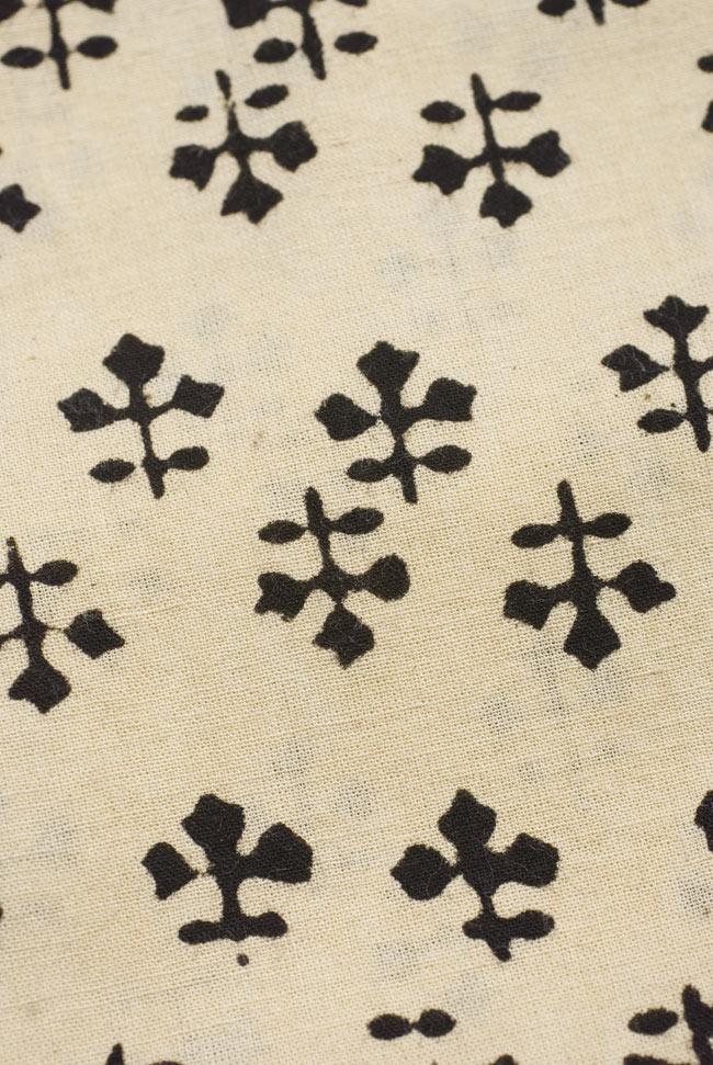 〔1m切り売り〕カッチの草木染め布〔幅110cm〕の写真2 - パターンを拡大してみました。