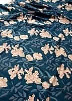 〔90cm切り売り〕インディゴブルーの伝統泥染め布 - ボタニカル柄〔幅約115cm〕