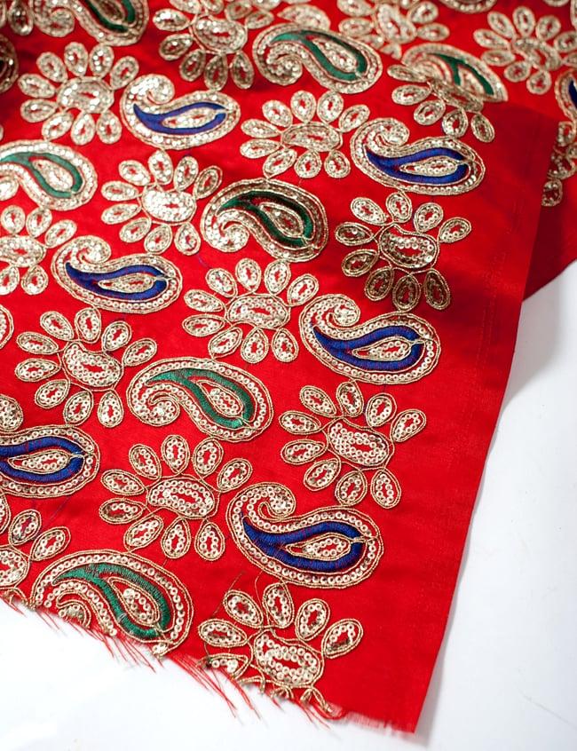 〔50cm切り売り〕刺繍とスパンコールクロス〔幅約110cm〕 - 赤 4 - フチの写真です