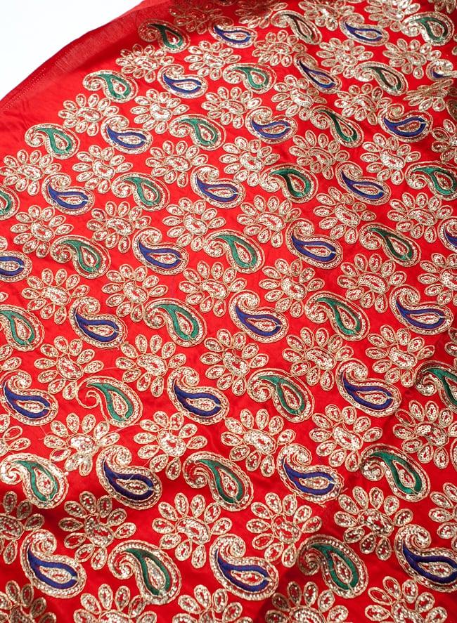 〔50cm切り売り〕刺繍とスパンコールクロス〔幅約110cm〕 - 赤の写真