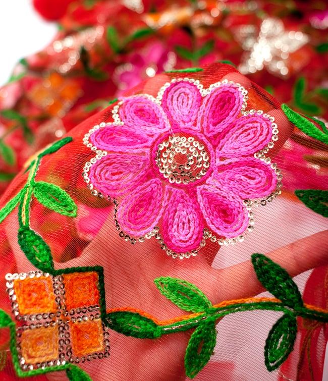 〔50cm切り売り〕レース生地の刺繍とスパンコールクロス〔幅約110cm〕 - 赤の写真5 - このような感じの生地になります。手芸からデコレーション用の布などなど、色々な用途にご使用いただけます!