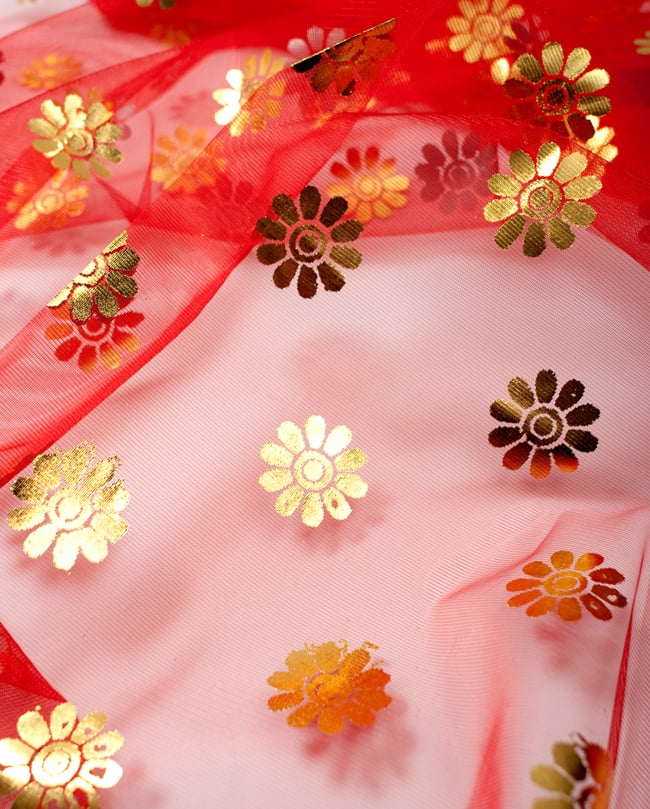 〔1m切り売り〕ゴールド花柄プリントのメッシュ生地布〔幅約110cm〕 - 赤の写真3 - 拡大写真です。独特な雰囲気があります。