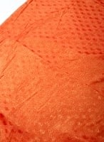 〔1m切り売り〕グリッターペイズリーのサテン生地布〔幅約112cm〕 - オレンジ
