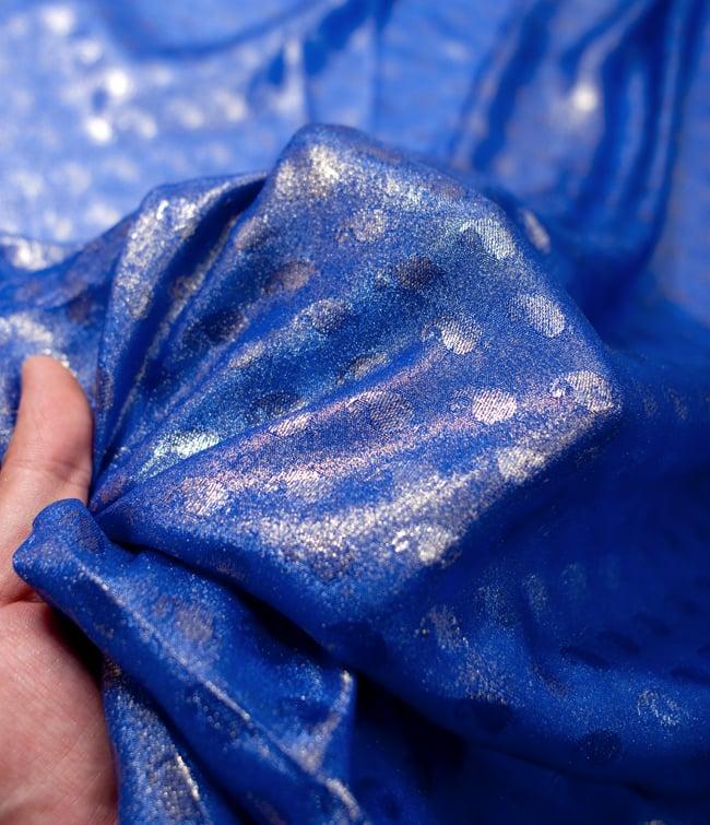 〔1m切り売り〕グリッターペイズリーのサテン生地布〔幅約112cm〕 - 青 5 - このような感じの生地になります。手芸からデコレーション用の布などなど、色々な用途にご使用いただけます!