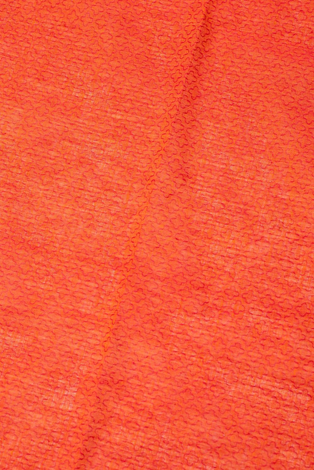 〔1m切り売り〕インドのシンプルコットン布 - 小花オレンジレッド 〔幅約110cm〕 3 - 少し離れてみてみました。