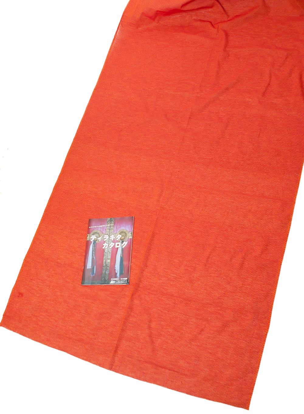 〔1m切り売り〕インドのシンプルコットン布 - 小花オレンジレッド 〔幅約110cm〕の写真