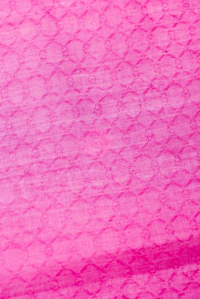 〔1m切り売り〕インドのシンプルコットン布 - 編み模様ピンク 〔幅約110cm〕 2 - パターンを拡大してみました。