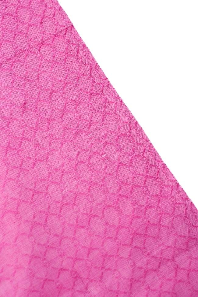 〔1m切り売り〕インドのシンプルコットン布 - 編み模様ピンク 〔幅約110cm〕 4 - 端の部分はこのようになっています。