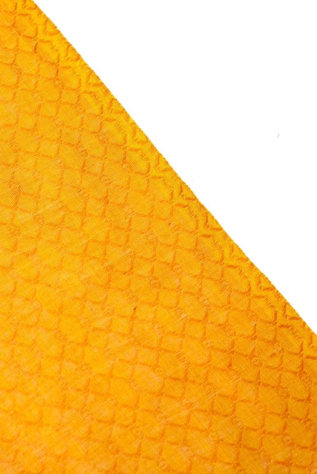 〔1m切り売り〕インドのシンプルコットン布 - 編み模様イエロー 〔幅約110cm〕 4 - 端の部分はこのようになっています。