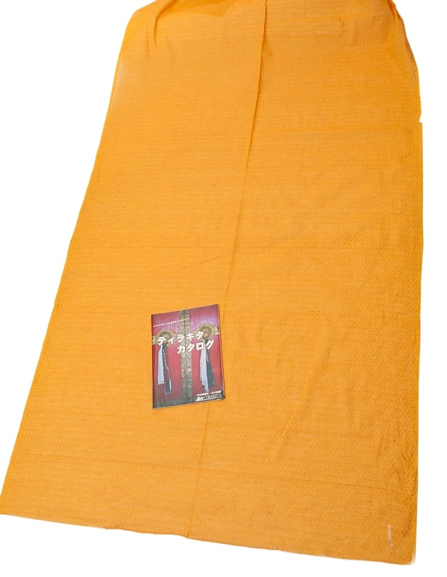 〔1m切り売り〕インドのシンプルコットン布 - 編み模様イエロー 〔幅約110cm〕の写真