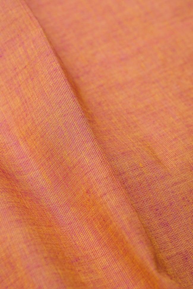 〔1m切り売り〕南インドのハーフボーダー・シンプル・コットン生地 - オレンジ×紫ペイズリー〔幅約110cm〕 2 - 中心部分の生地をみてみました。