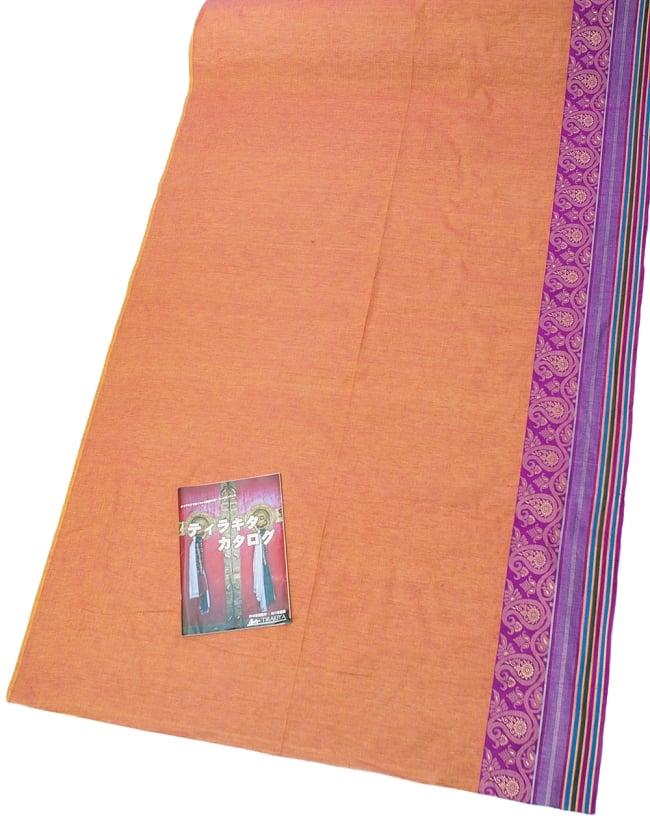 〔1m切り売り〕南インドのハーフボーダー・シンプル・コットン生地 - オレンジ×紫ペイズリー〔幅約110cm〕の写真
