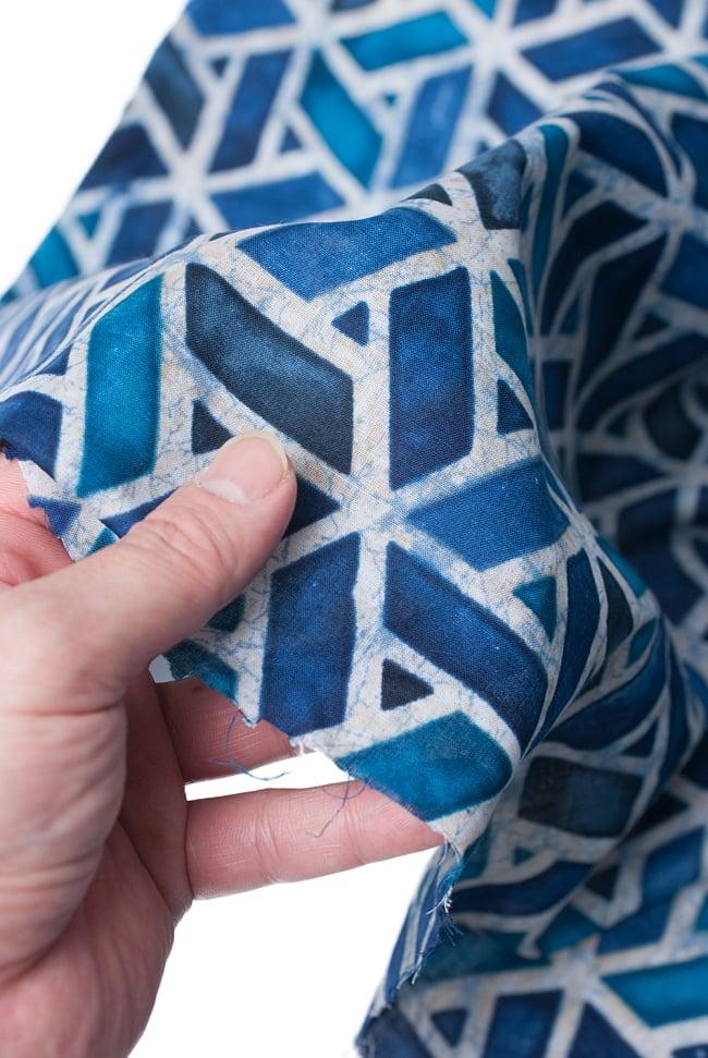 〔1m切り売り〕インドのバティック風染め布 インディゴ〔幅約106cm〕の写真6 - しっとりと柔らかみのある生地です。