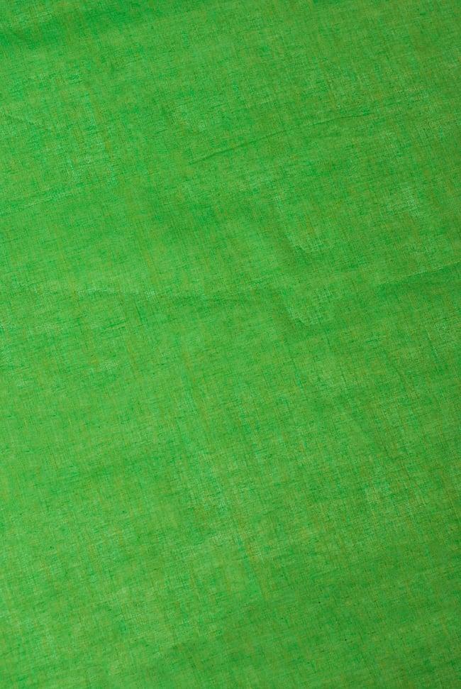 〔1m切り売り〕インドのシンプルコットン布  - 緑〔幅約110cm〕 2 - やや離れてみました。無地で使いやすい布地です。