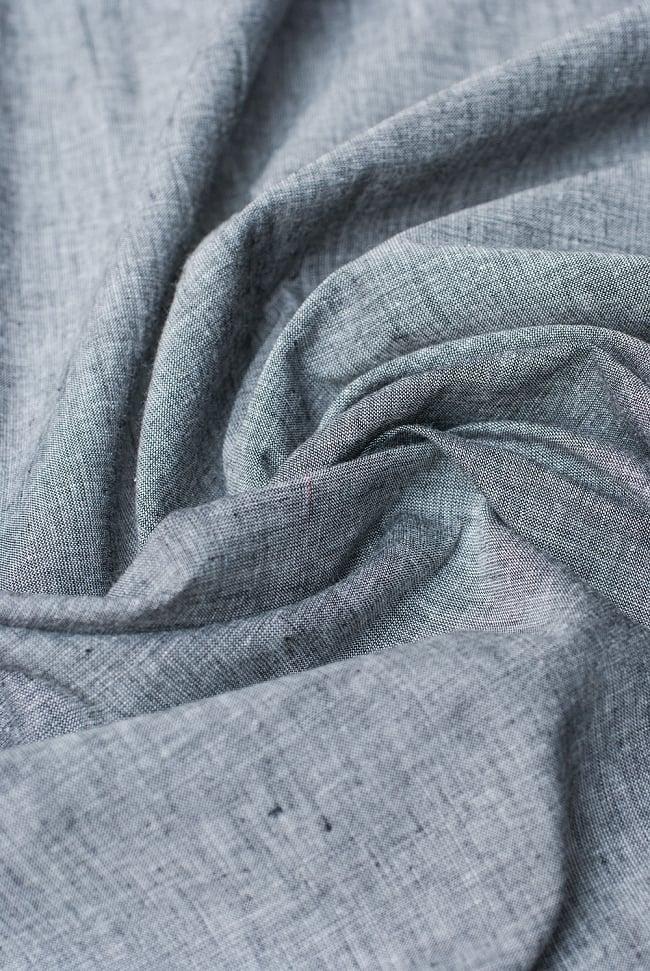 〔1m切り売り〕インドのシンプルコットン布  ライトグレー〔幅約113cm〕の写真4 - 陰影をつけるととても素敵な色合いですね。