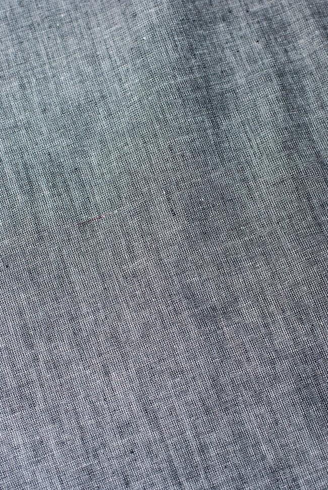 〔1m切り売り〕インドのシンプルコットン布  ライトグレー〔幅約113cm〕の写真