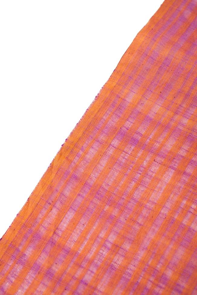 〔1m切り売り〕南インドのストライプ布 - オレンジ×ピンク 〔幅約110cm〕 3 - 端の部分の処理の様子です。