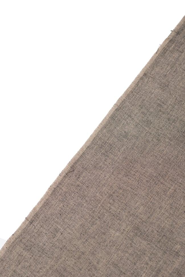 〔1m切り売り〕インドのシンプルコットン布  - ウォームグレー〔幅約114cm〕 3 - 端の部分の処理です。