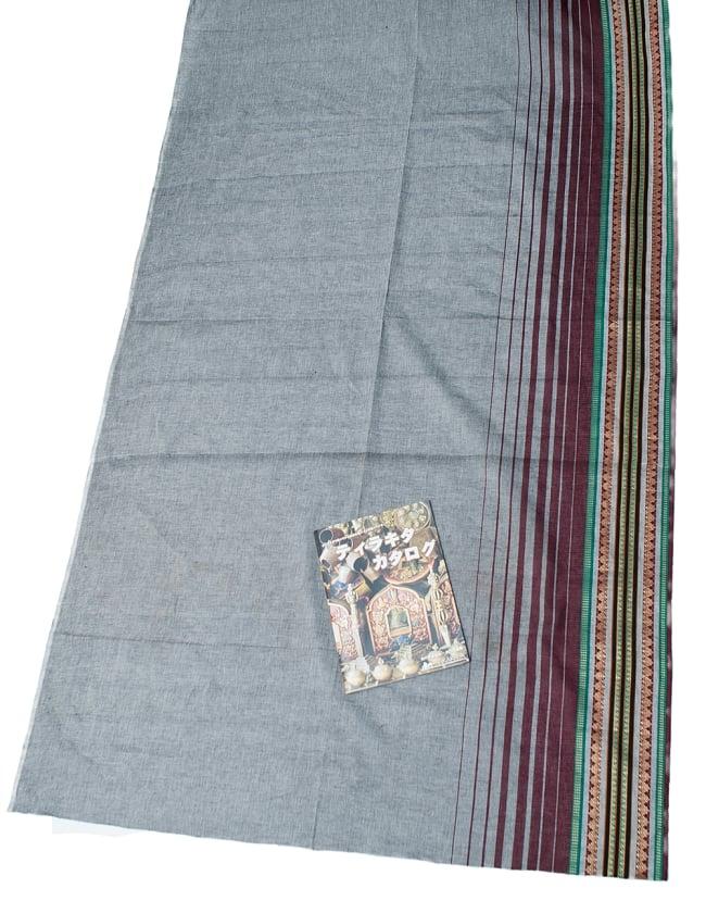 〔1m切り売り〕南インドのハーフボーダー・シンプル・コットン生地 -  - グレー×紫 ゴールドザリ〔幅約108cm〕 6 - A4の冊子と比べるとこれくらいの広がりになります。