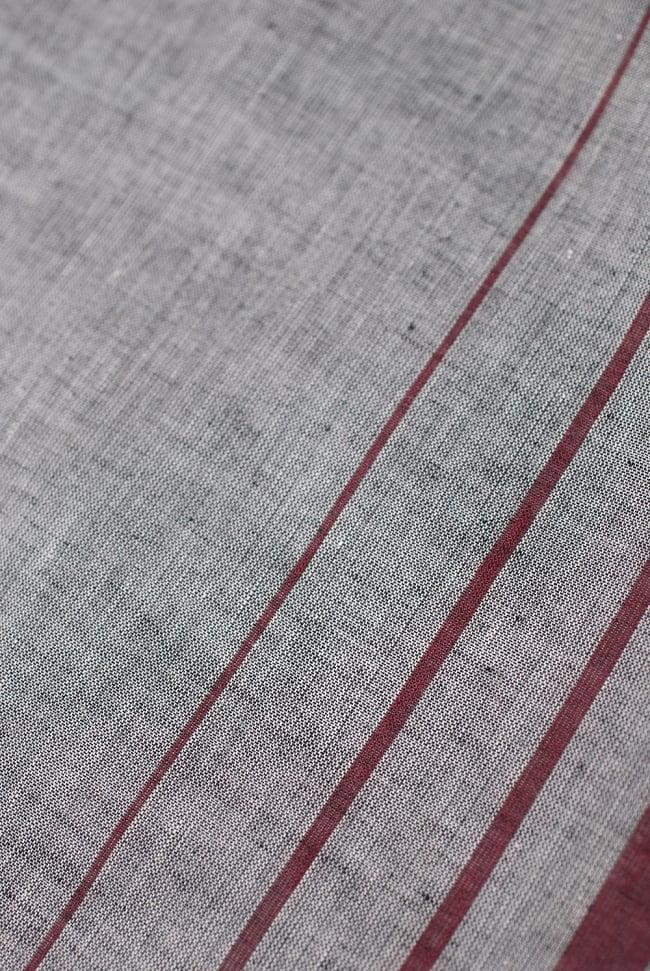 〔1m切り売り〕南インドのハーフボーダー・シンプル・コットン生地 -  - グレー×紫 ゴールドザリ〔幅約108cm〕の写真