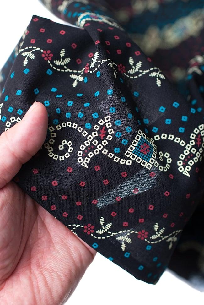 〔1m切り売り〕インドのバンディニ風プリント布 - 黒〔幅約105cm〕の写真5 - さまざまな手芸へ。想像が広がる布です。