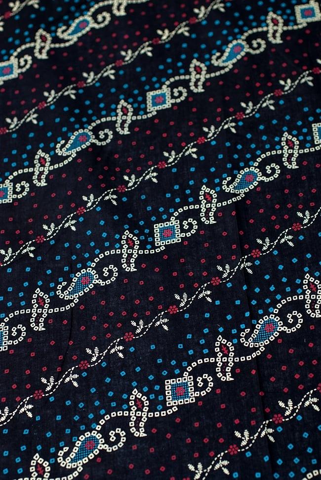 〔1m切り売り〕インドのバンディニ風プリント布 - 黒〔幅約105cm〕の写真