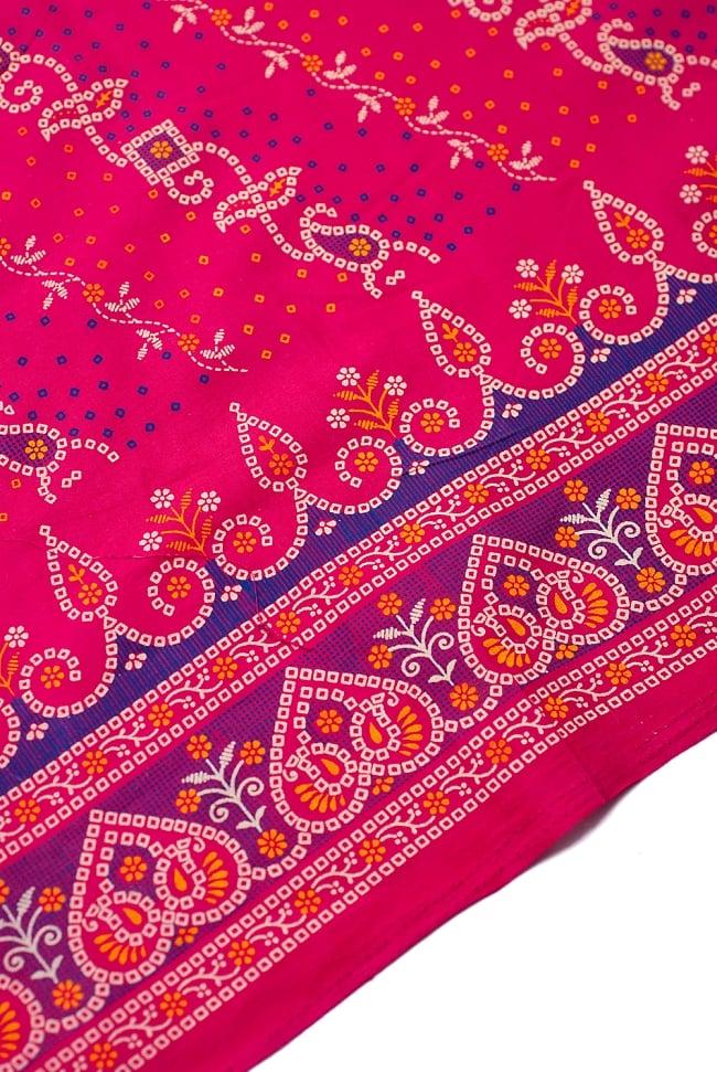 〔1m切り売り〕インドのバンディニ風プリント布 - ピンク〔幅約105cm〕 2 - 生地を近くからみてみました。