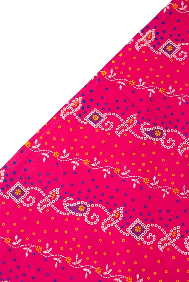 〔1m切り売り〕インドのバンディニ風プリント布 - ピンク〔幅約105cm〕 3 - 端の部分の処理です。