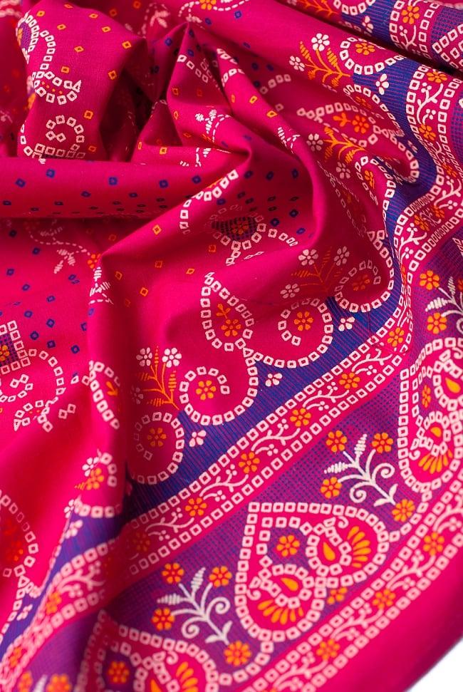 〔1m切り売り〕インドのバンディニ風プリント布 - ピンク〔幅約105cm〕 4 - 陰影をつけるととても素敵な色合いですね。