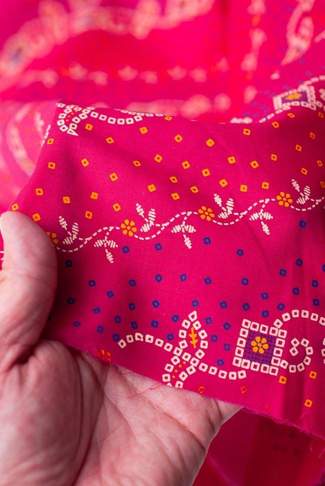 〔1m切り売り〕インドのバンディニ風プリント布 - ピンク〔幅約105cm〕 5 - さまざまな手芸へ。想像が広がる布です。